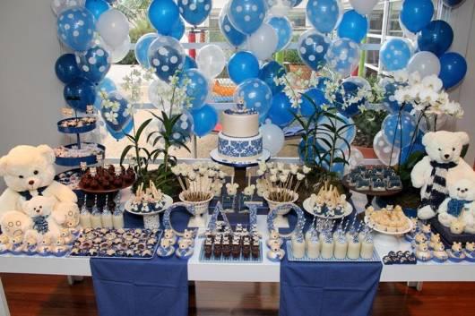 decoração azul e branca de chá de bebê