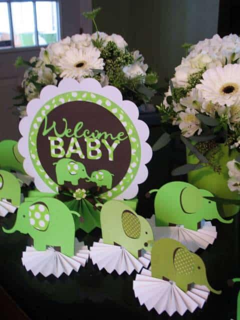 chá de bebê verde com marrom