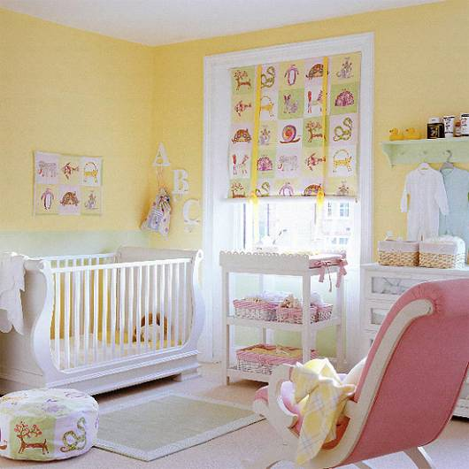 cortina colorida quarto de bebê