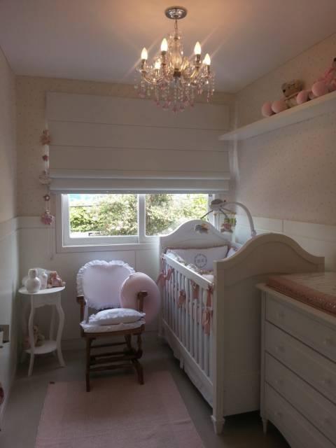 cortina romana para quarto de bebê