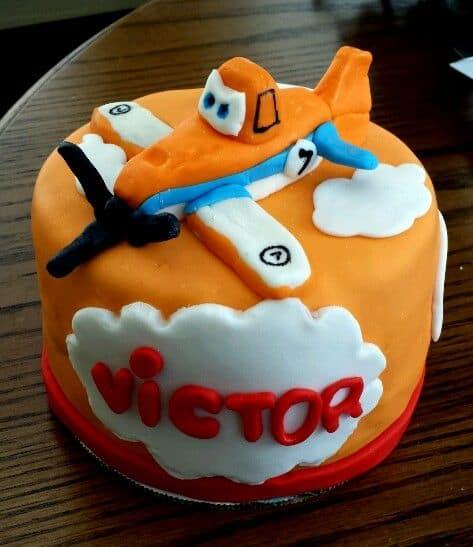 ideia de decoração de bolo aviões disney