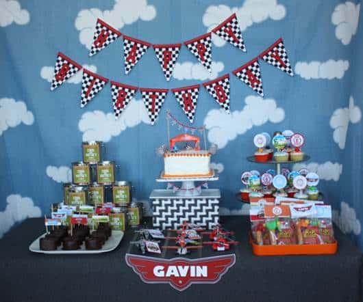 decoração de festa do tema aviões