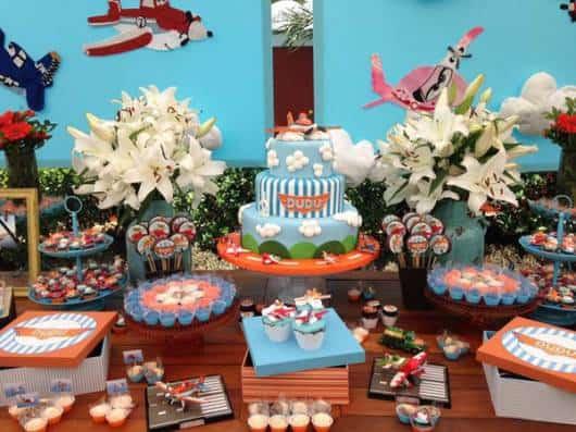 modelo de decoração da festa aviões disney