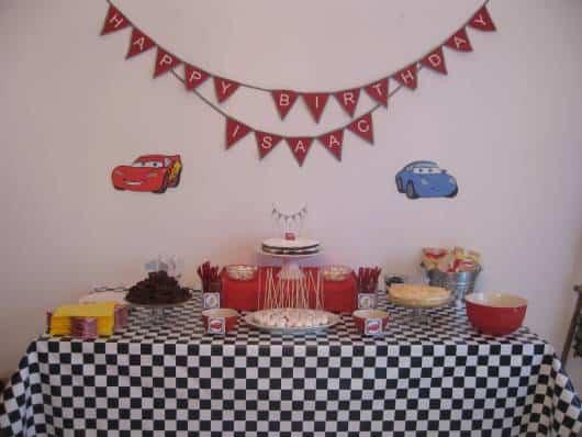 decoração simples  festa Carros Disney
