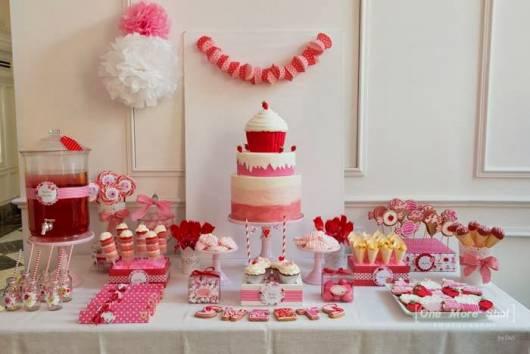 linda decoração de mesa da festa cupcake feita em casa