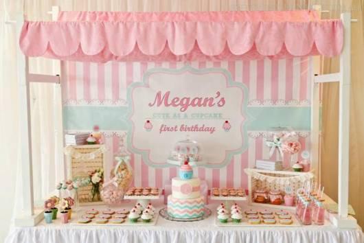 decoração de mesa da festa cupcake