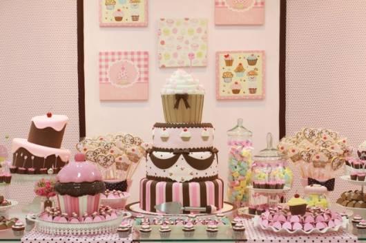 modelo de decoração cupcake nas cores rosa e marrom