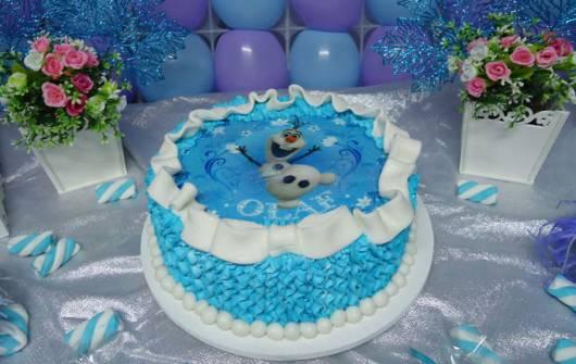 bolo com papel de arroz do Olaf