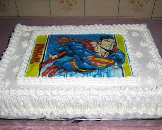 bolo com papel de arroz do  super homem