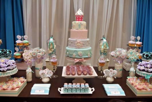linda decoração de festa no tema cupcake