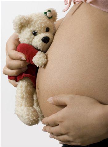 foto barriga grávida com pelúcia