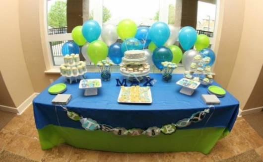 mesa chá de bebê azul verde