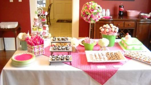 mesa chá de bebê verde e rosa