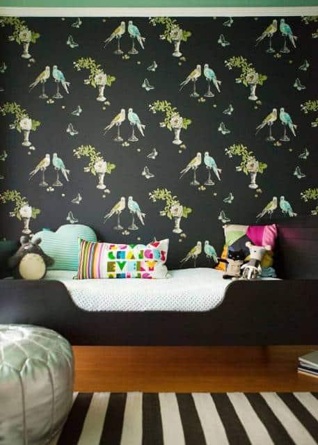 papel de parede preto com pássaros quarto feminino