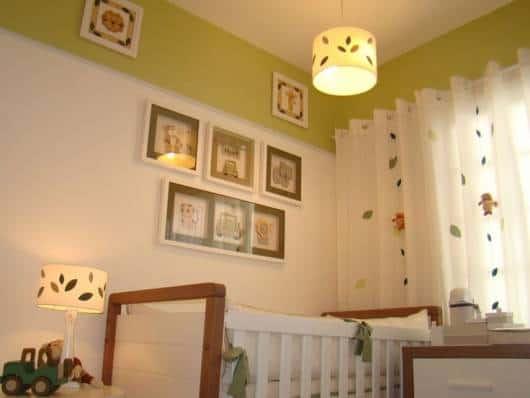 quarto de bebê branco e verde