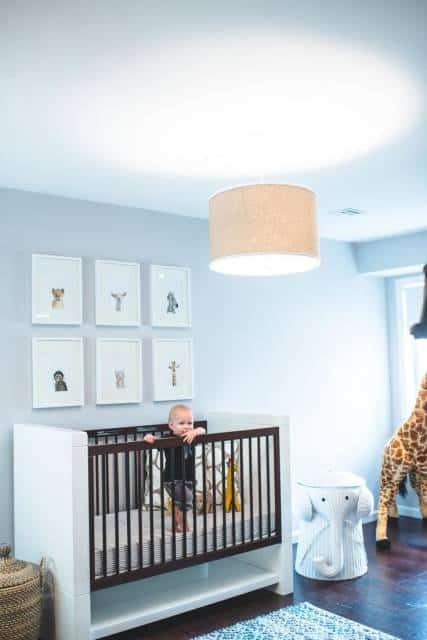 girafa de pelúcia na decoração