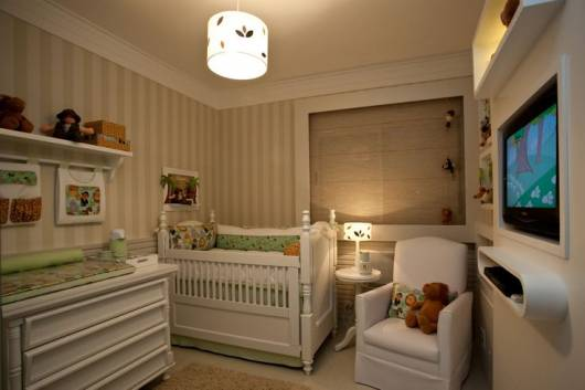 quarto bebê bege e branco