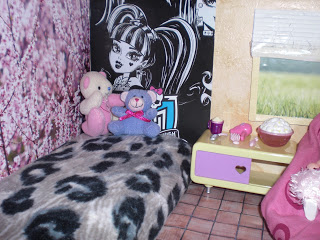 parede pintada monster high