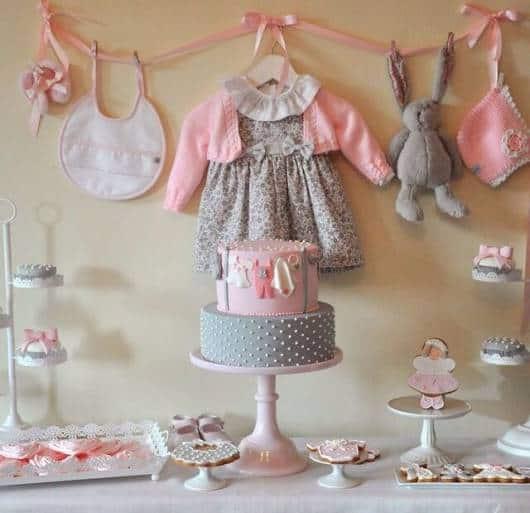 varal roupa chá de bebê rosa e cinza