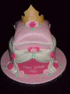 bolo da festa bela adormecida na cor rosa