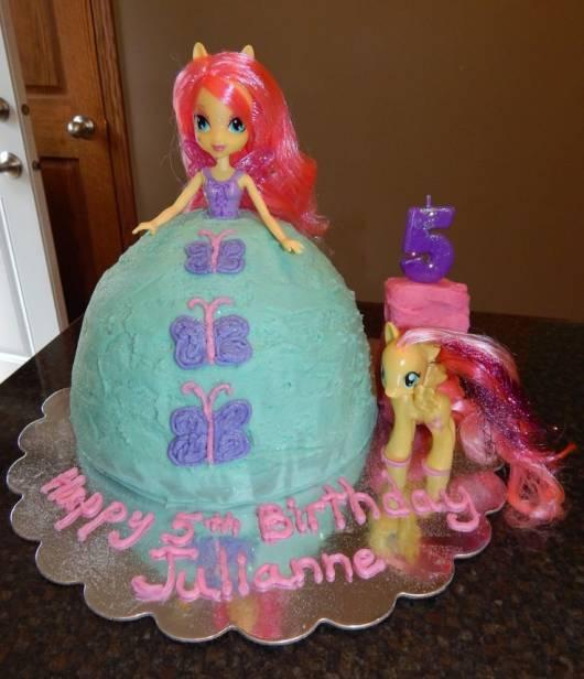 lindo bolo equestria girl em forma de bonqeuinha
