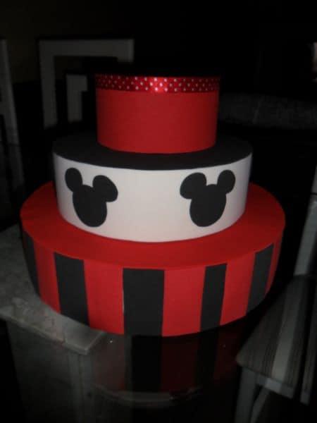 bolo fake vermelho