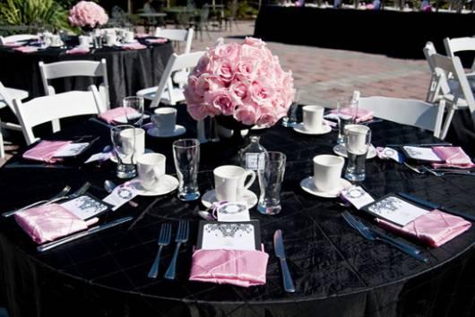 decoração chá de bebê em preto e rosa