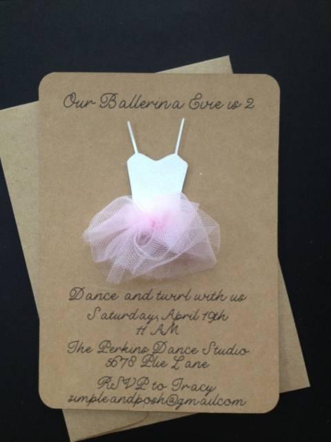 lindo convite para chá de bebê da bailarina feito em papelão