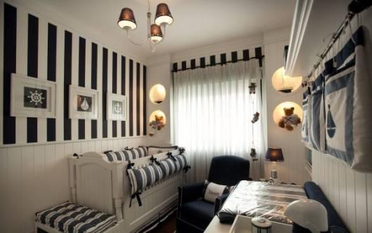 quarto azul marinho e branco