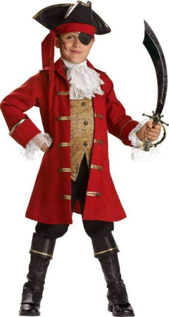menino vestido de pirata