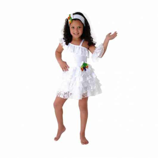 menina vestida de baiana