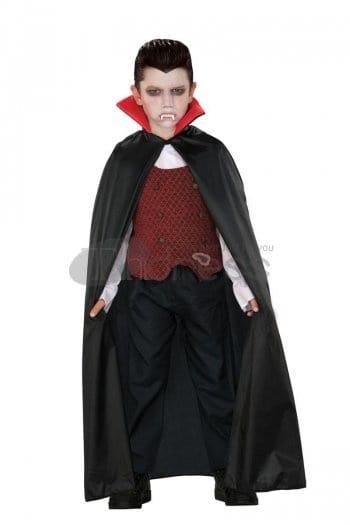 menino fantasiado vampiro