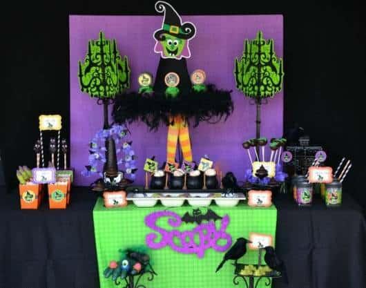 festa bruxa roxa e verde