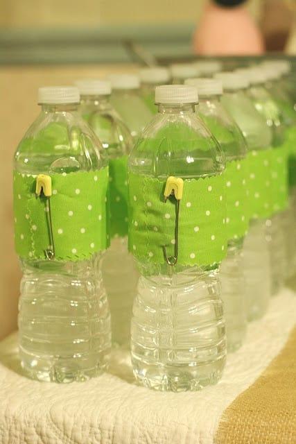 água com rótulo chá de fraldas