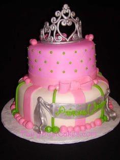 lindo modelo de bolo para festa bela adormecida