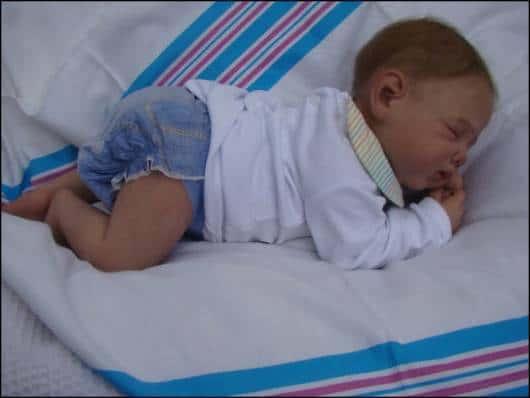 recém nascido reborn menino