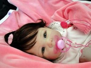 boneca menina imita bebê real
