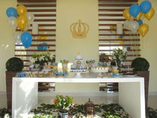 Festa infantil com tema rei em casa