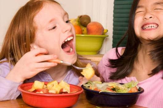 Festa infantil com salada de fruta