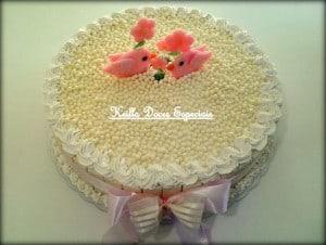 bolo simples decorado com chantilly