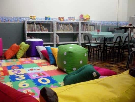 sala de aula com livros