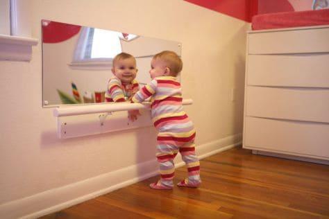 quarto de bebê com barra