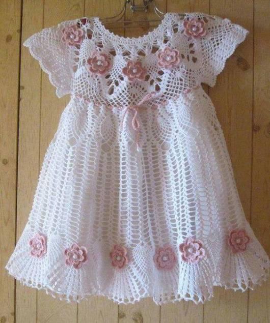 roupa rosa e branca