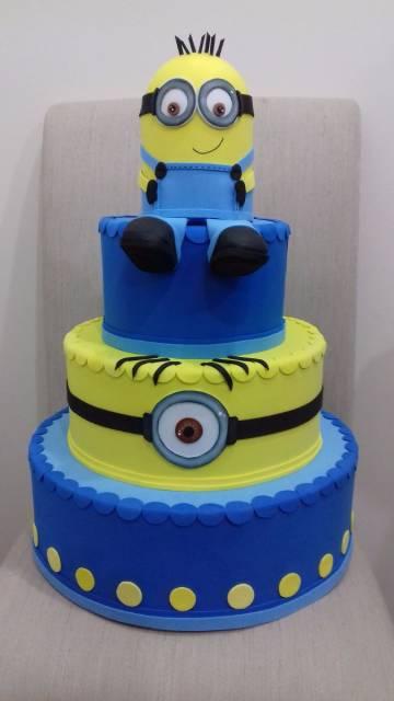 modelo falso com topo de bolo