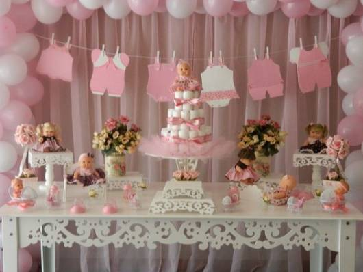 decoração rosa com bonecas