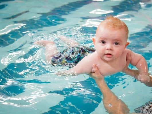 bebê piscina