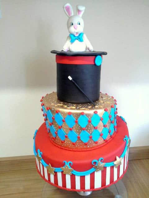 bolo circo com cartola e coelho branco