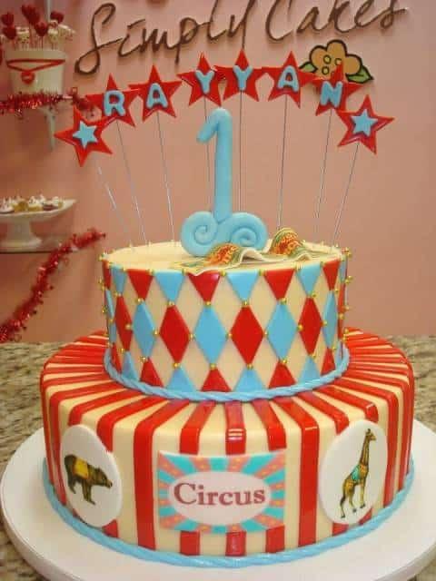 bolo circo vintage azul e vermelho