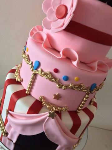 bolo circo rosa e vermelho