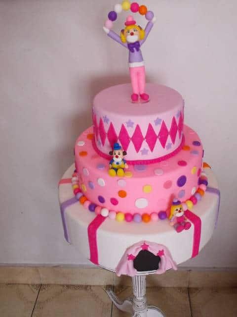 bolo circo rosa com palhaço